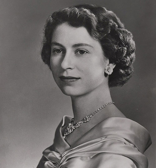 Queen Elizabeth II, photograph by Yousuf Karsh (1908–2002), retouched by Brigdens (Toronto) to remove the tiara, print from negative #521976, c. 1953, acquired in 1990 from Bank of Canada Department of Banking Operations, National Currency Collection, #1990.0057.00032